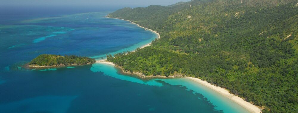 guanaja island, honduras island travel guide including hotels and real estate